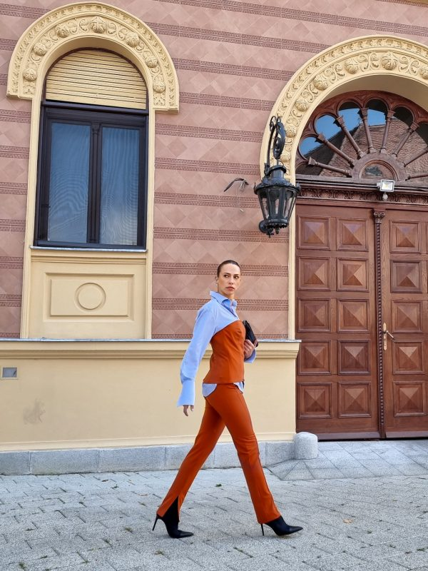 Slim pants with side slits in amber